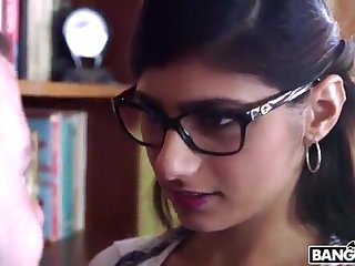 BANGBROS - Mia Khalifa is Back with an increment of Sexier Than Ever! Detention It Out!