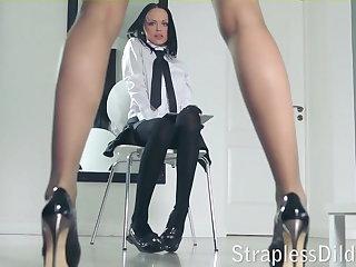 A long legged teacher gets feeldoe pound