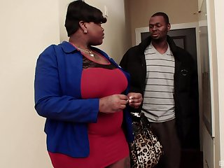 chubby lady Onyxxx Samone is the real boss of a blowjob and abandoned sex