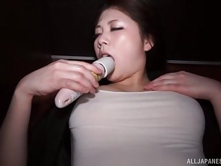 Mediocre busty Japanese babe Torii Miki masturbates in a car
