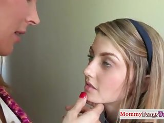 Brit stepmommy orally pleasured in ffm