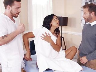 Latina wife gleefully fucks her big-dicked masseur
