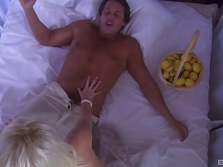 Sensual carry the making on the bed with stunning blonde Summer Sweet
