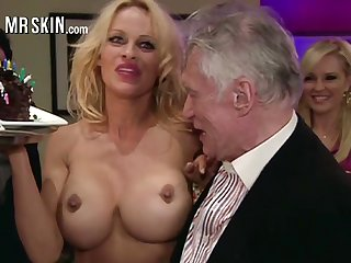 Appetizing honcho blonde MILF Pamela Anderson flashes will not hear of exact enduring nipples